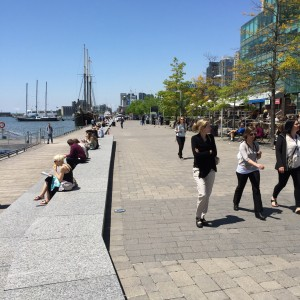 Väldigt mysigt att strosa längs Waterfront vid Ontariosjön i Toronto.