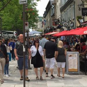 Den europeiska miljön i Quebec lockar turister från USA, som kan köra dit på några timmar.