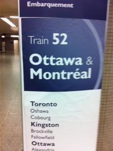 """Tåget är som flyget, biljetten ett boardingpass och du köar vid """"gaten"""" i avgångshallen varifrån du leds till tåget."""
