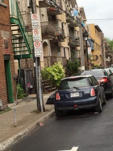 Och franskrpåkiga Montreal har en stor engelsk minoritet.