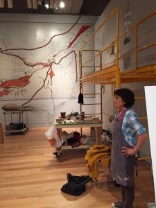 Konstnär i dialog med publiken på Torontomuseet AGO.