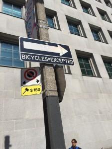 Kriget med cyklisterna är över i Toronto i juni 2015. Vilket inte gör det ofarligt att cykla där.