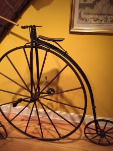 Från Château Ramezay. Höghjulingen från 1870, den uppfannts av James Starley.